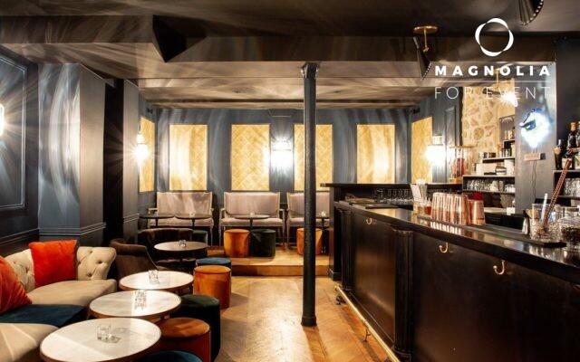 La Pompadour Cocktail Club